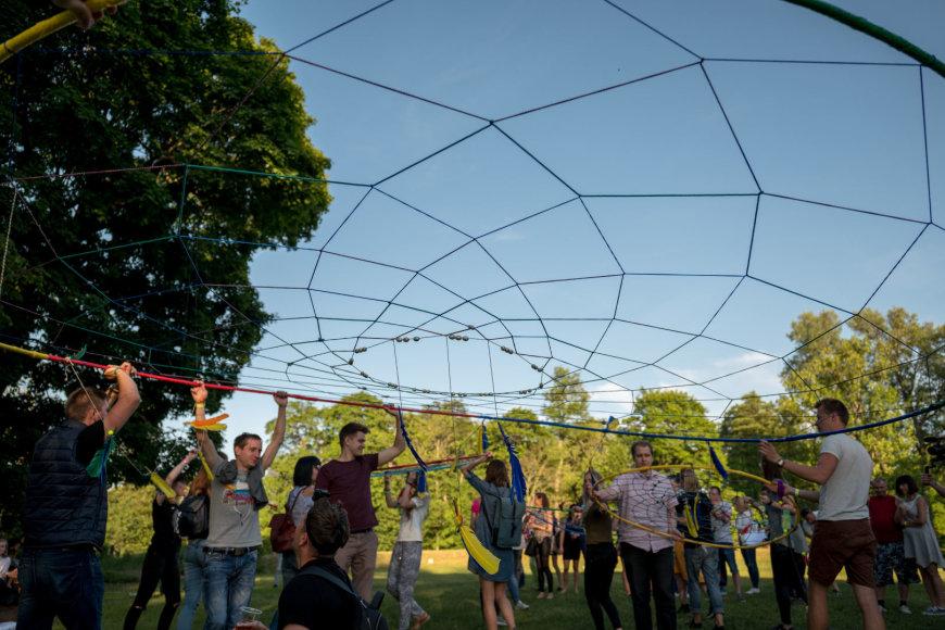 Kairėnų botanikos sode Vilniuje iškilo rekordinio dydžio sapnų gaudyklė