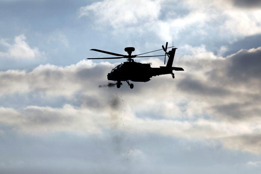 """Izraelio kariuomenės sraigtasparnis """"Apache"""""""