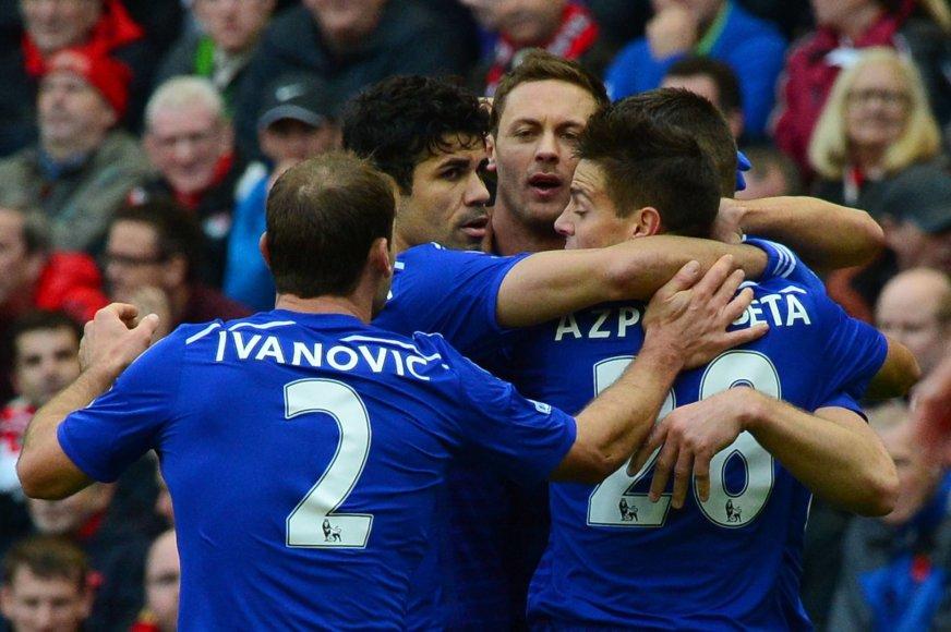 """""""Chelsea"""" žaidėjai džiaugiasi įmuštu įvarčiu"""