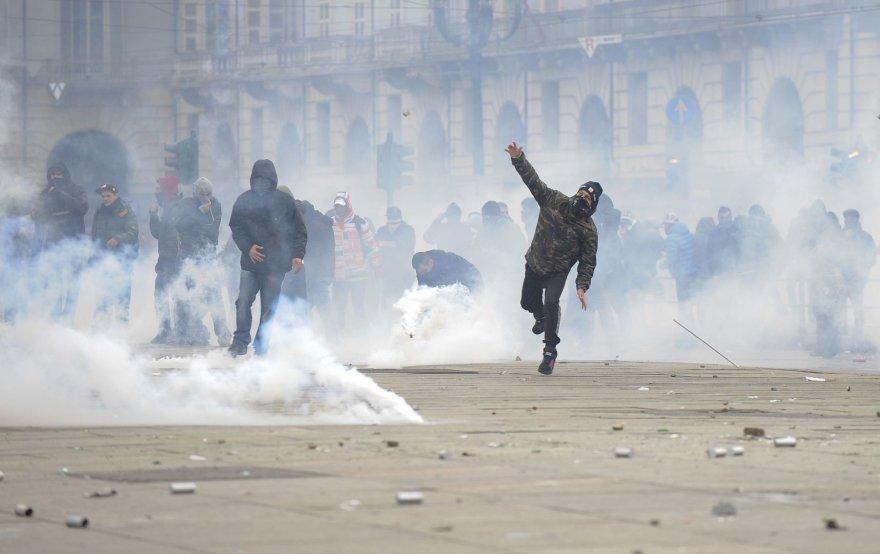 Italijos policija susirėmė su prieš mokesčių didinimą protestuojančiais demonstrantais.