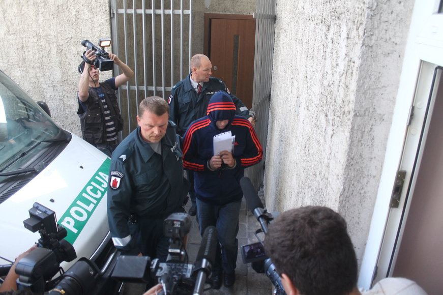 Į teismą atvestas V.Salmanas