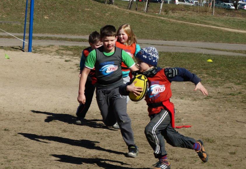 Vaikai žaidė regbį