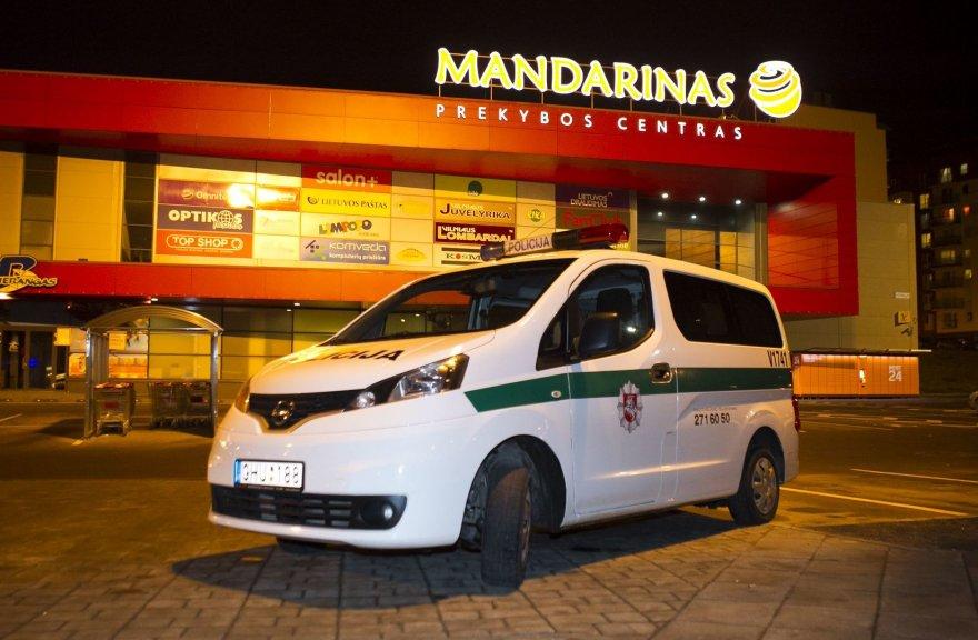 """Vilniuje evakuotas prekybos centras """"Mandarinas"""""""