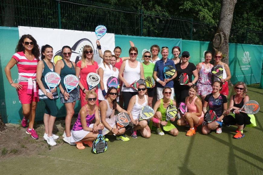 Lengvai išmokstamą padelio tenisą papildė naujos žaidėjos