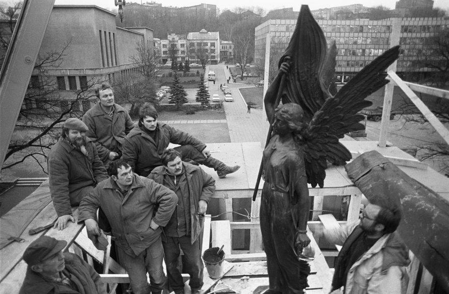 """Restoration of Freedom monument"""