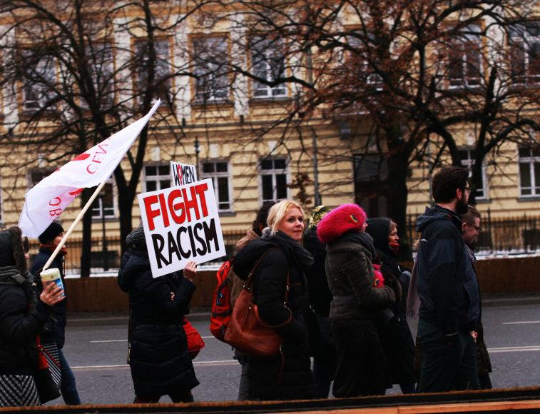 Lenkų aktyvistai kovoja prieš rasizmą.