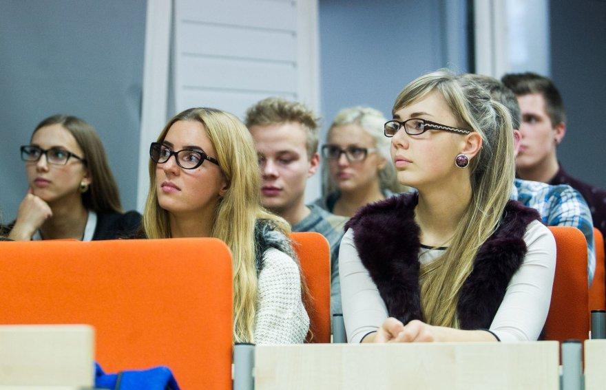 Vilniaus universiteto studentai klausėsi paskaitos apie valstybių propagandą.