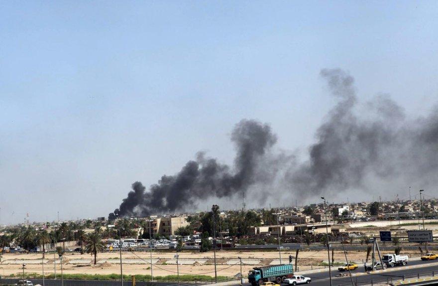 Juodi dūmai virš Bagdado