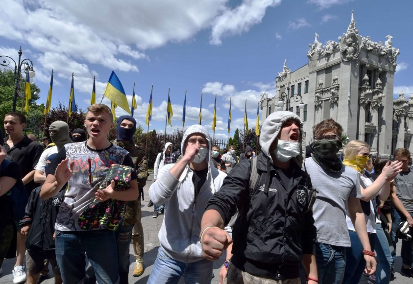 Ukrainos radikalai reikalauja nutraukti paliaubas su separatistais