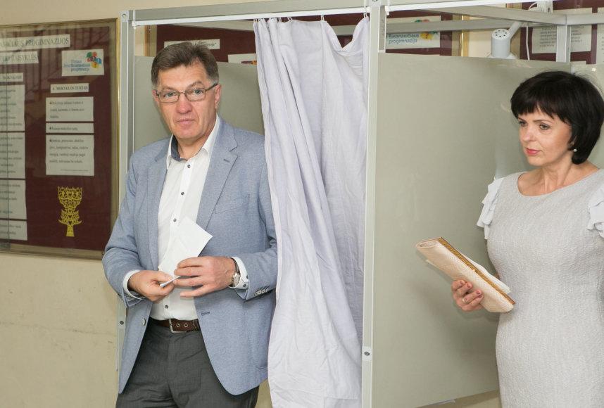 Algirdas Butkevičius su žmona balsuoja Prezidento rinkimuose