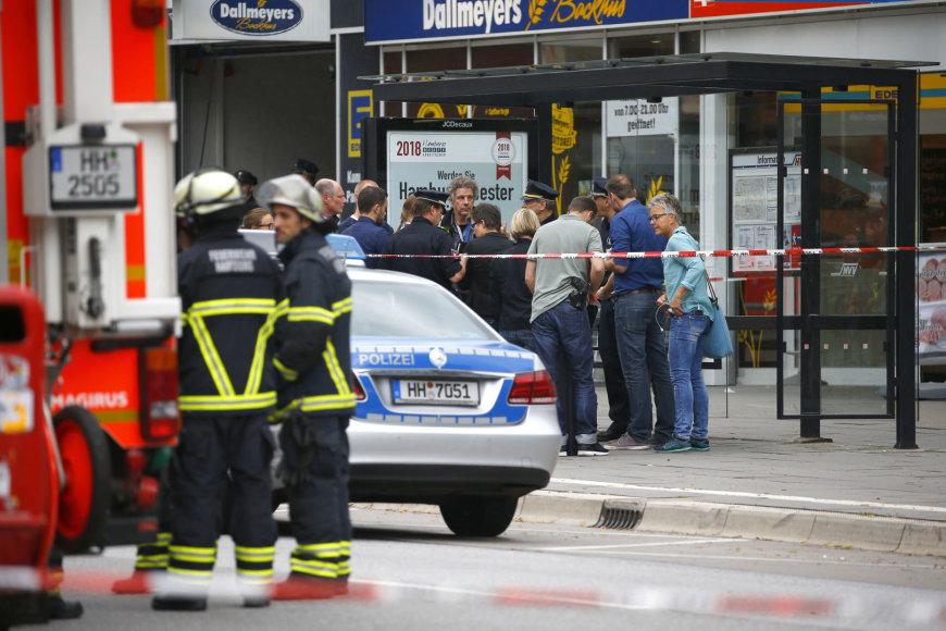 Prieglobsčio Vokietijoje negavęs asmuo Hamburge peiliu mirtinai subadė vieną žmogų, o dar penkis sužeidė.