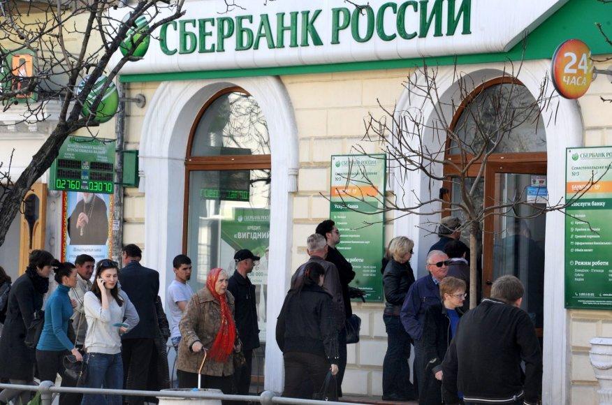 Eilė prie banko Sevastopolyje