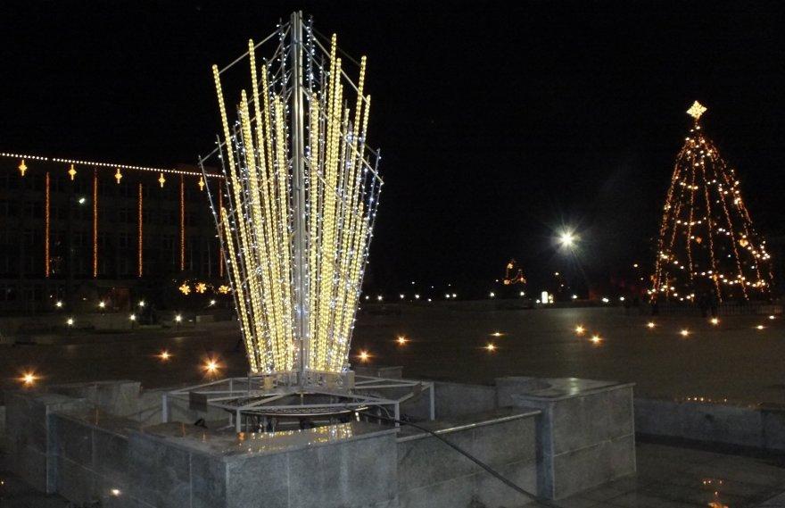 Kalėdinis fontanas ir eglė Marijampolėje