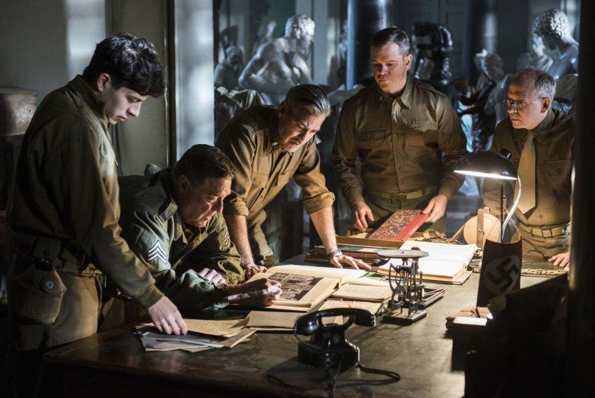 """Johnas Goodmanas, George'as Clooney ir Mattas Damonas filme """"Brangenybių medžiotojai"""""""