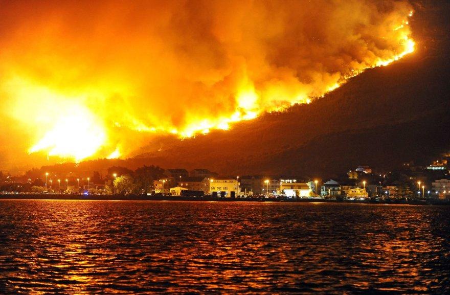 Kroatijoje miško gaisrai kelia pavojų svarbiam Splito uostui