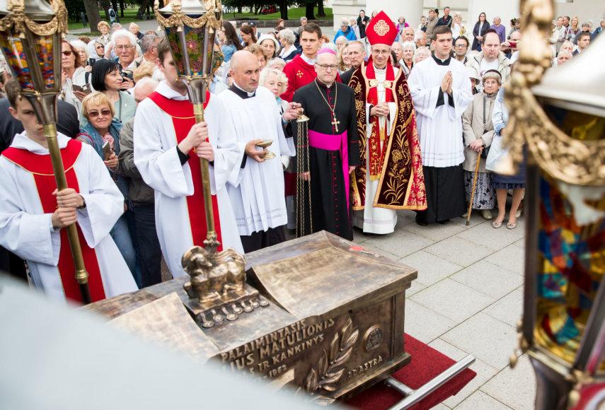 Teofiliaus Matulionio sarkofago išlydėjimas į Kaišiadoris