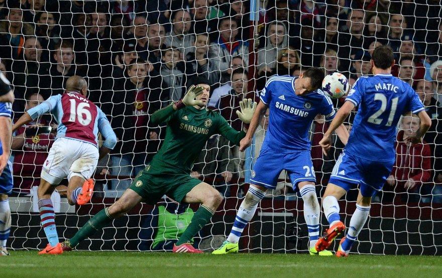 """""""Aston Villa"""" įvartis į """"Chelsea"""" vartus"""
