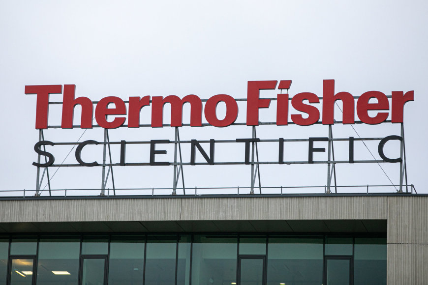 """Juliaus Kalinsko / 15min nuotr./""""Thermo Fisher"""" logotipas"""