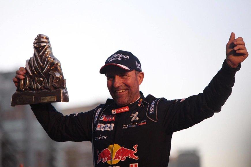 """""""Peugeot"""" komandos triumfas ant Dakaro finišo podiumo"""