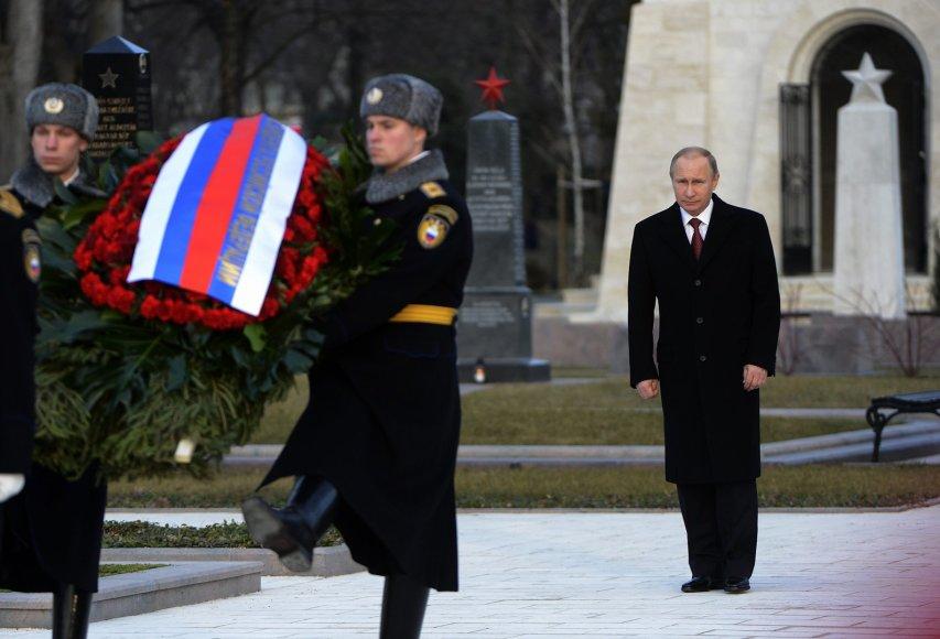 V.Putinas pagerbė ne tik Antrojo pasaulinio karo aukas, bet ir Budapešto sukilimą malšinusius sovietų karius.