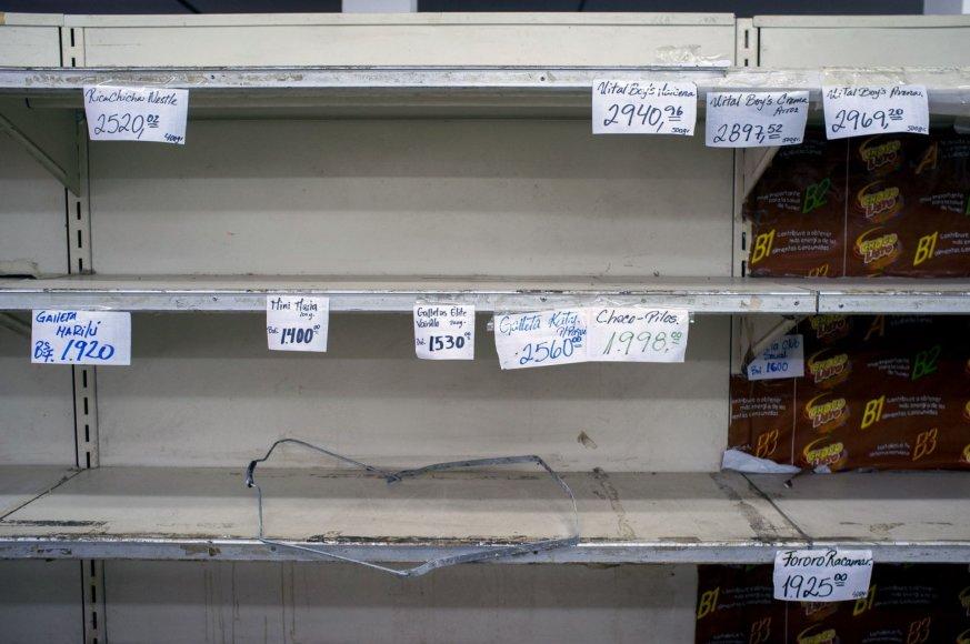 Neapsikentę nepriteklių Venesuelos gyventojai plėšia ir niokoja parduotuves