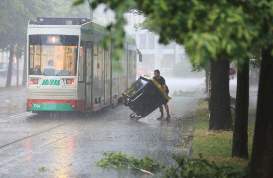 Smarkus lietus Magdeburgo mieste
