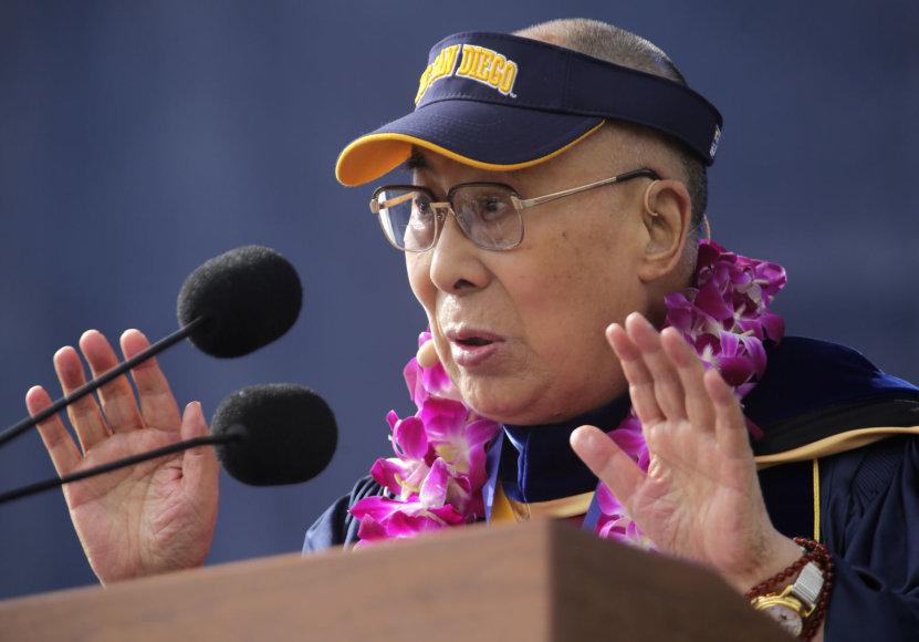 Dalai Lamai – 82-eji
