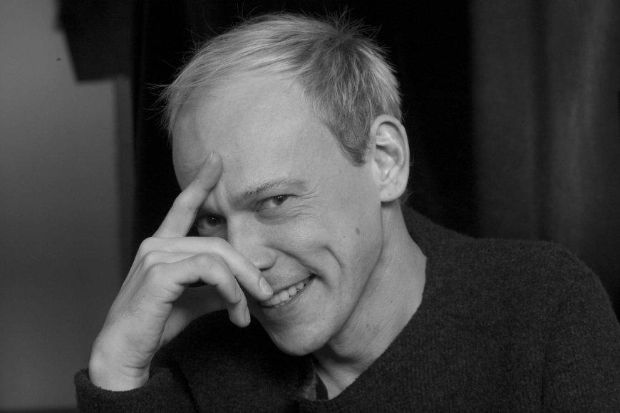 """Gytis Ivanauskas kuria spektaklio """"Boni ir Klaidas"""" choreografiją."""