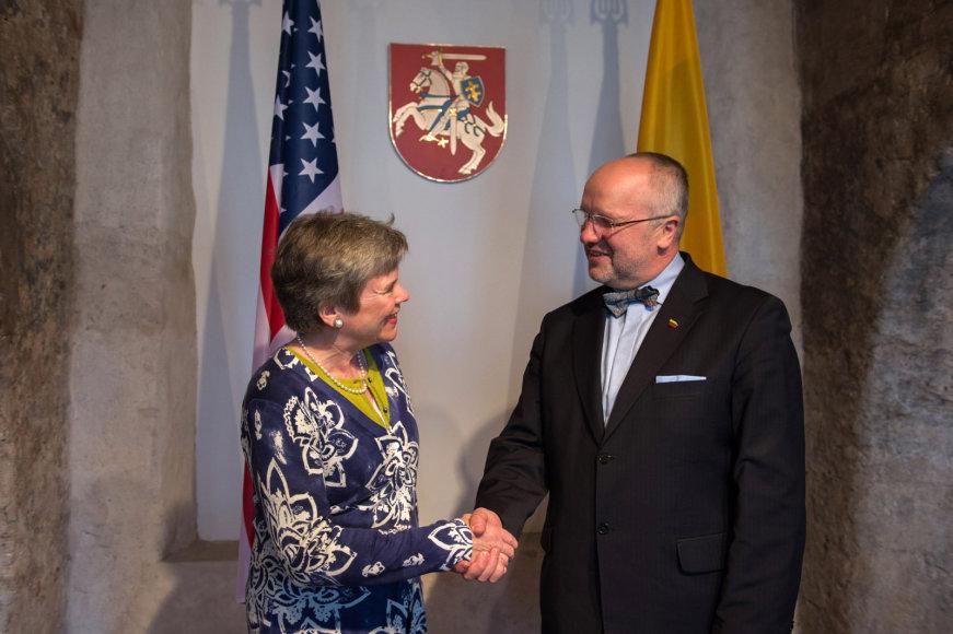 Juozas Olekas ir JAV valstybės sekretoriaus pavaduotoja Rose Gottemoeller