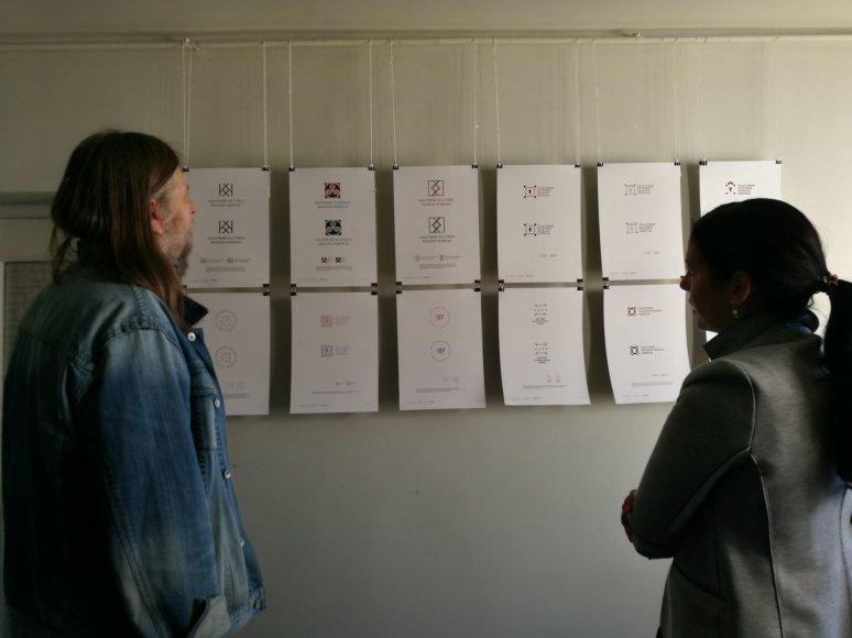 Studentų darbų paroda. Nuotraukoje – VKPK pirminin kė ir prof. Virgilijus Trakimavičius