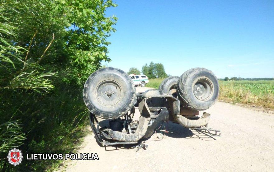 Šakių rajone su keturračiu apsivertė įkaušę vairuotojai
