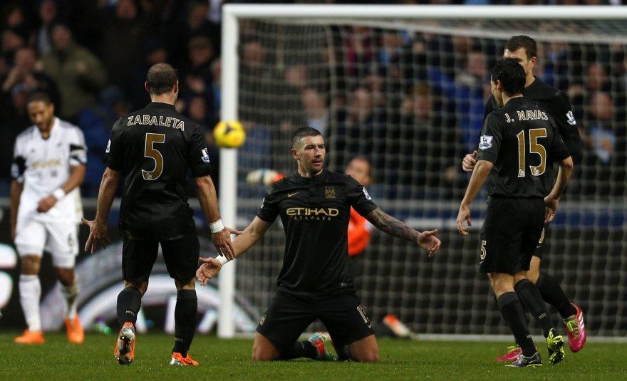 """""""Manchester City"""" žaidėjas Aleksandaras Kolarovas"""