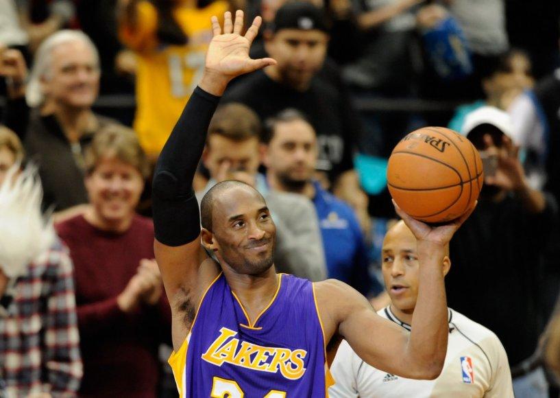 Kobe Bryantas iškart po istorinio metimo