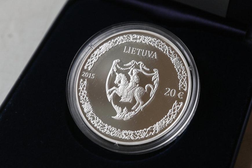 20 eurų kolekcinę sidabro monetą, skirtą Mikalojaus Radvilos Juodojo 500-osioms gimimo metinėms.