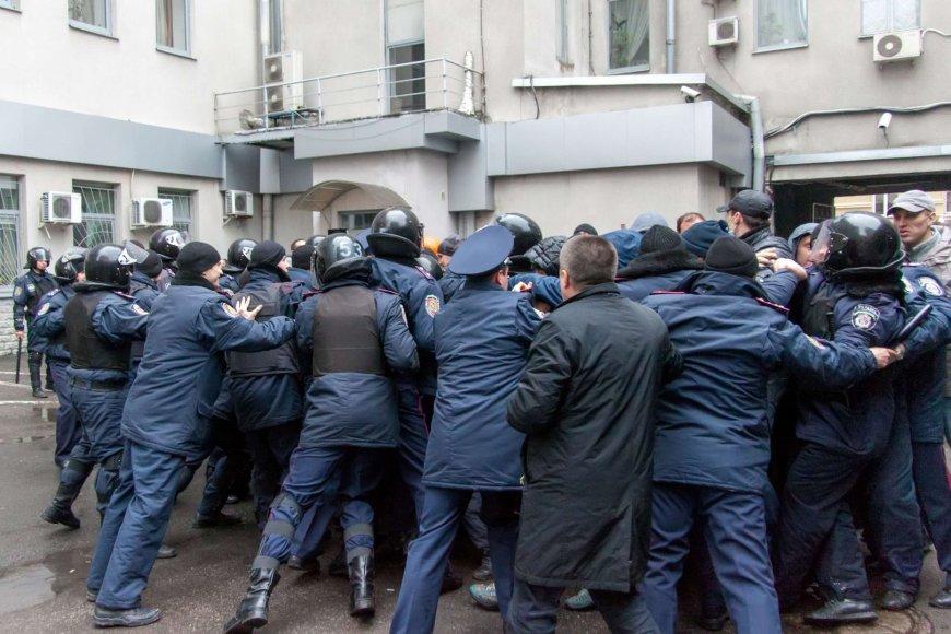 Ukrainos policija grumiasi su separatistais Charkovo mieste