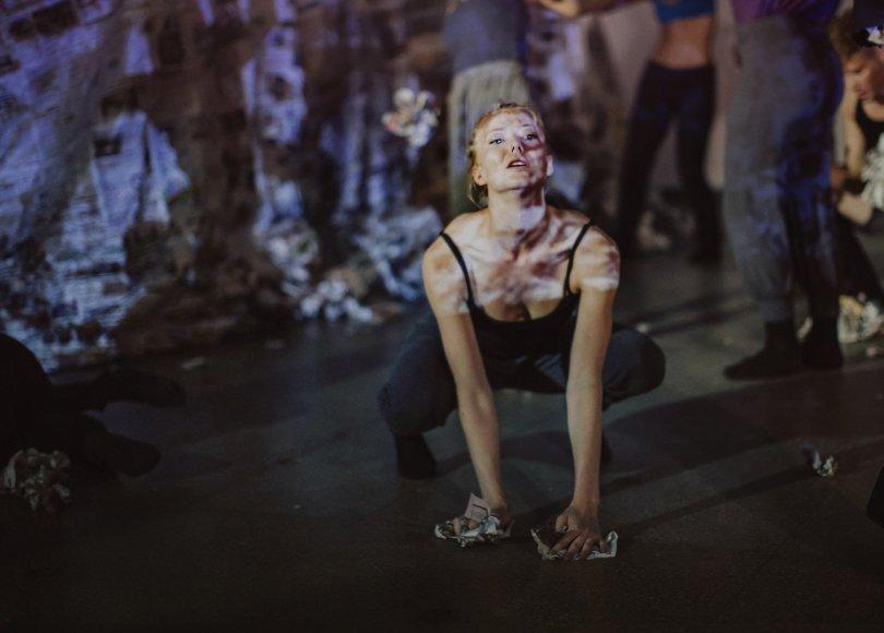 """Šokio teatras """"Aura\"""" prieš smurtą"""