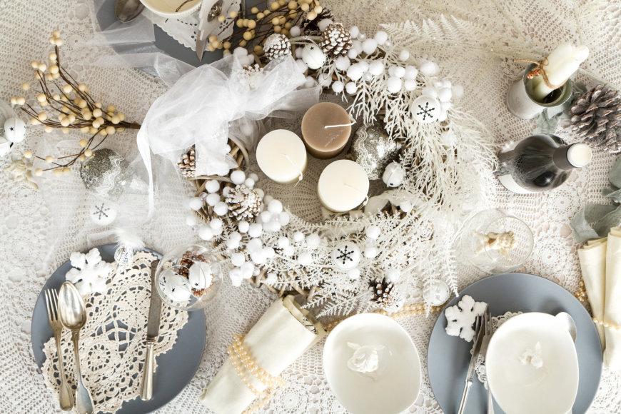 Kalėdų stalo serviravimas.