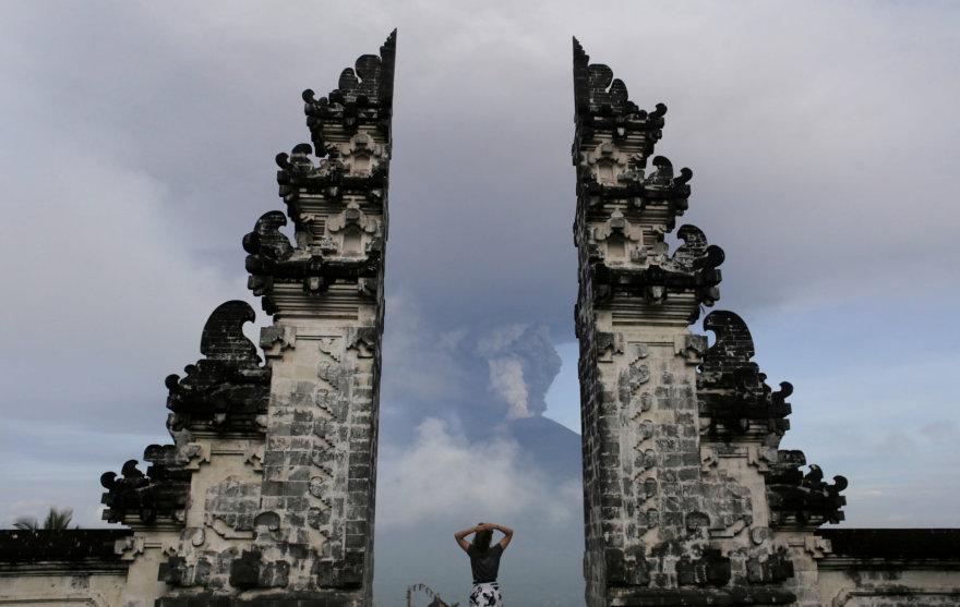 Balyje suaktyvėjo Agungo ugnikalnis