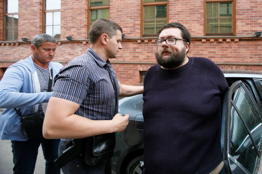 Įtariamasis atvestas į teismą