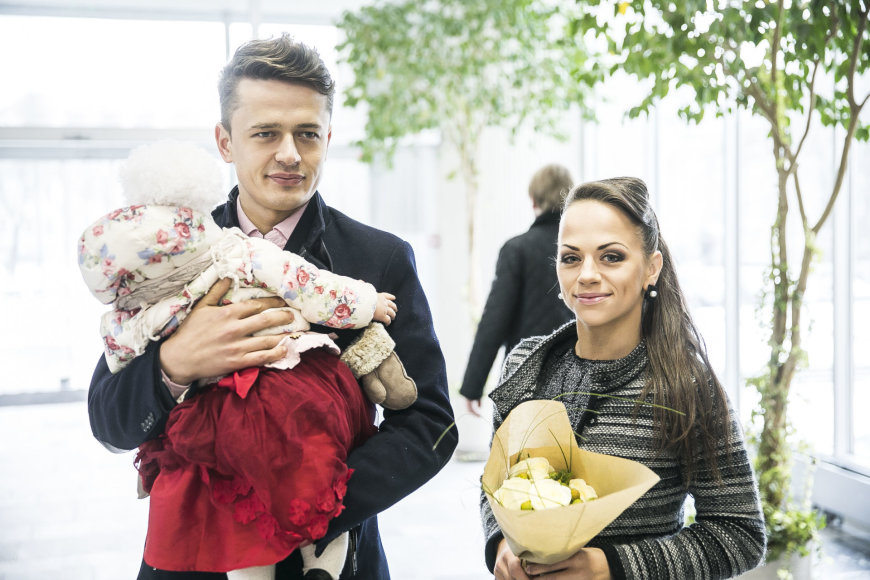 Viganto Ovadnevo/Žmonės.lt nuotr./Ąžuolas Žvagulis ir Ineta Puzaraitė-Žvagulienė
