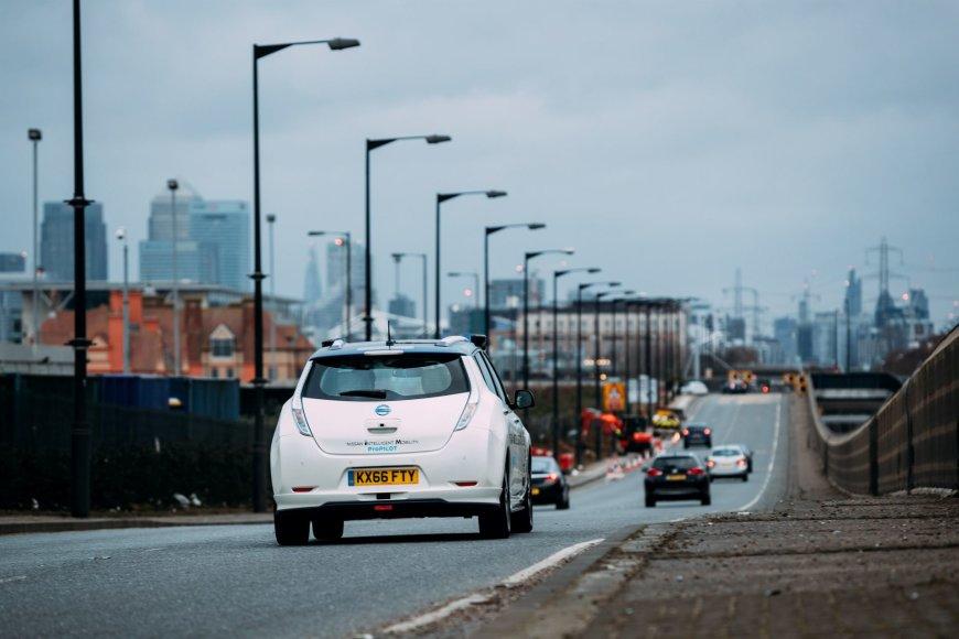"""""""Nissan LEAF"""" autonominis automobilis"""