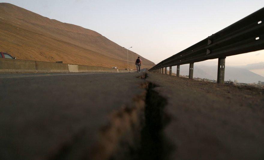 Čilėje per žemės drebėjimą sugadintas kelias