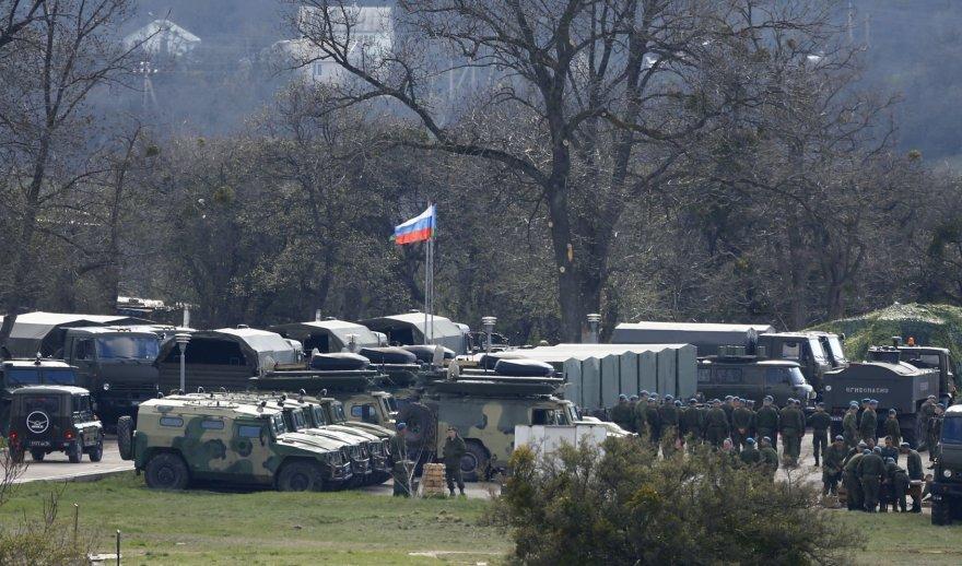 Rusų karinė technika Perevalnos karinėje bazėje, Kryme.