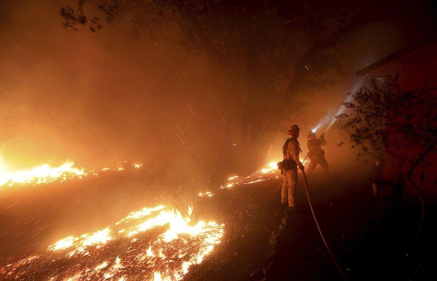 Kalifornijoje ir vėl siaučia miškų gaisrai
