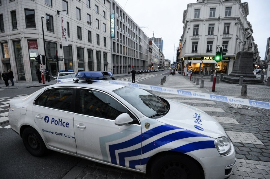 """Policija prie """"Le Soir"""" redakcijos"""