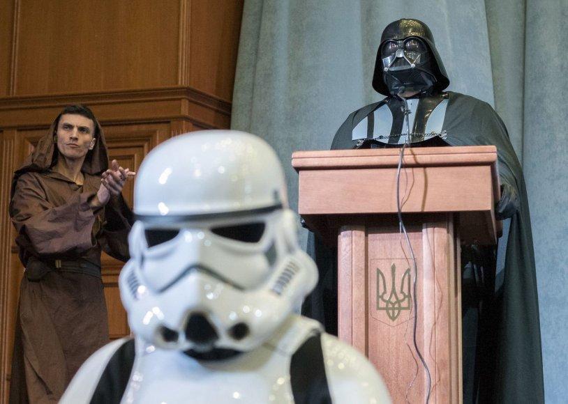 """Ukrainos prezidento rinkimuose – """"Dartas Veideris"""""""