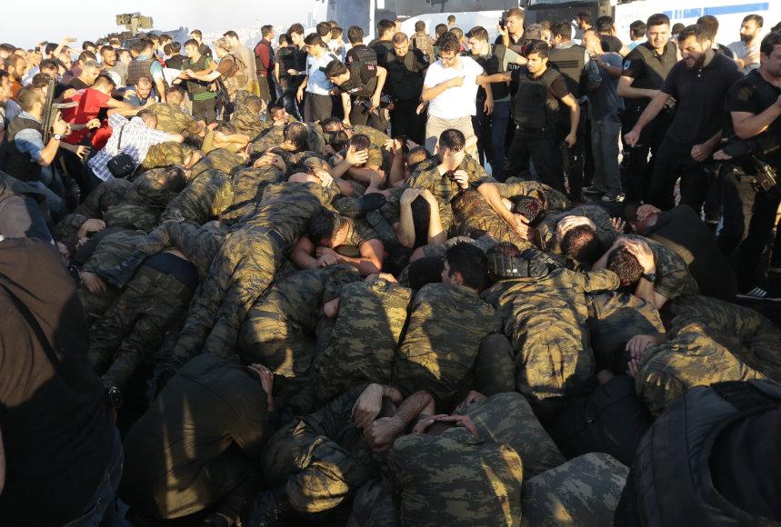 Turkijos kariai po nepavykusio perversmo