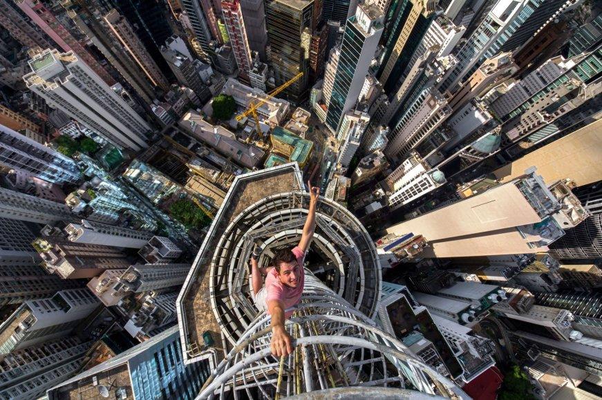 Ekstremalios asmenukės Honkongo dangoraižių viršūnėse
