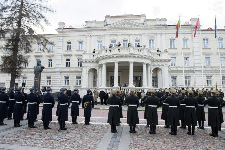 Ceremonija prie Krašto apsaugos ministerijos