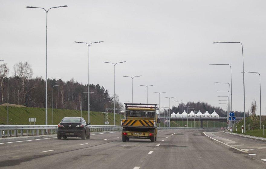 Atidaryta Vilniaus vakarinio aplinkkelio atkarpa iki Pilaitės prospekto.